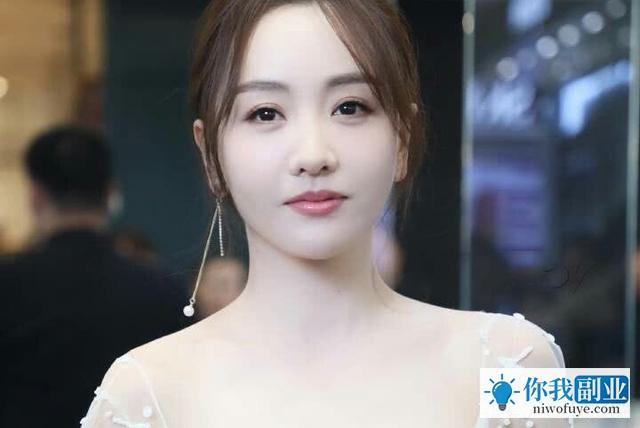 把演戏当成副业一样非常随性,她就是杨蓉