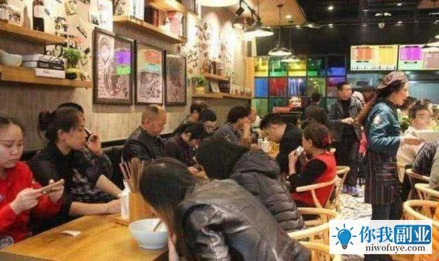 """吴京最近开了一家面馆做副业,名字叫做""""南京南"""""""